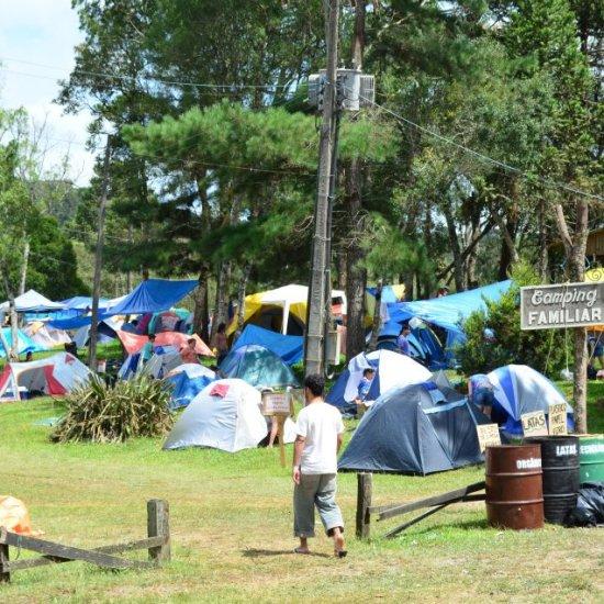 Camping Familiar num dia de sol