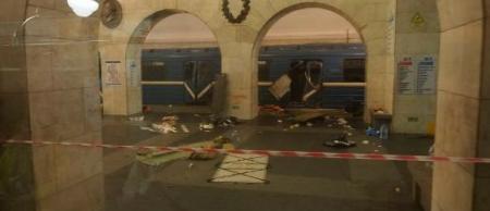 Bomba explode metrô em São Petersburgo